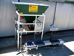 Ezi-bagger with weihing scales, conveyor and heat sealer