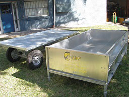 deluxe-trailer-potting-station-3---trailer-separating-from-hopper.jpg